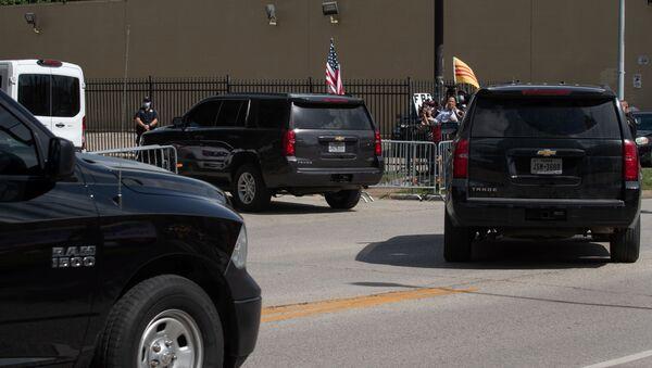 Camionetas al lado del Consulado general de China en Houston - Sputnik Mundo