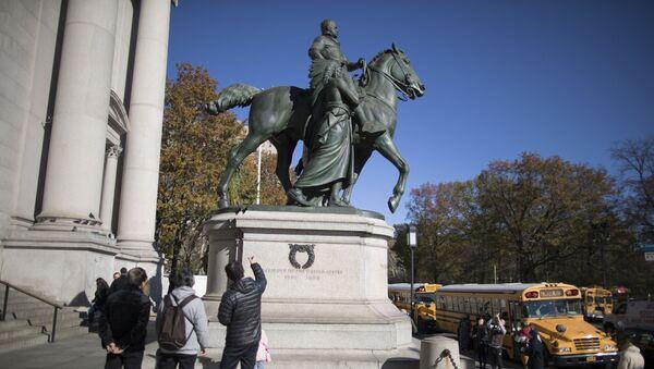 El monumento al expresidente de EEUU Theodore Roosevelt en Nueva York - Sputnik Mundo