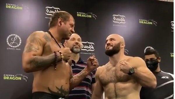 Los luchadores rusos Alexandr Emilianenko y Magomed Ismaílov en ACA 107 MMA - Sputnik Mundo