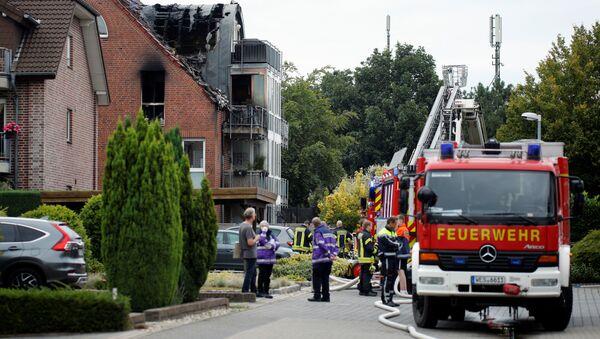 Una avioneta choca contra un edificio residencial en Alemania  - Sputnik Mundo