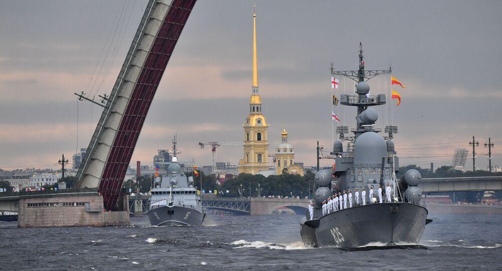 El ensayo del desfile naval dedicado al Día de la Armada de Rusia