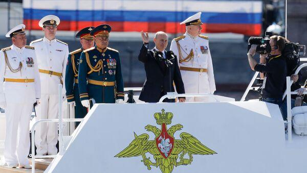 El presidente de Rusia, Vladímir Putin, durante la celebración del Día de la Armada de Rusia - Sputnik Mundo