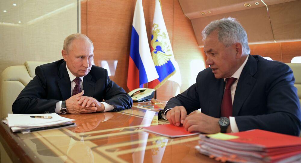 El presidente de Rusia, Vladímir Putin, se reune con el ministro de Defensa del país, Serguéi Shoigú