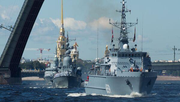 El desfile naval en San Petersburgo - Sputnik Mundo