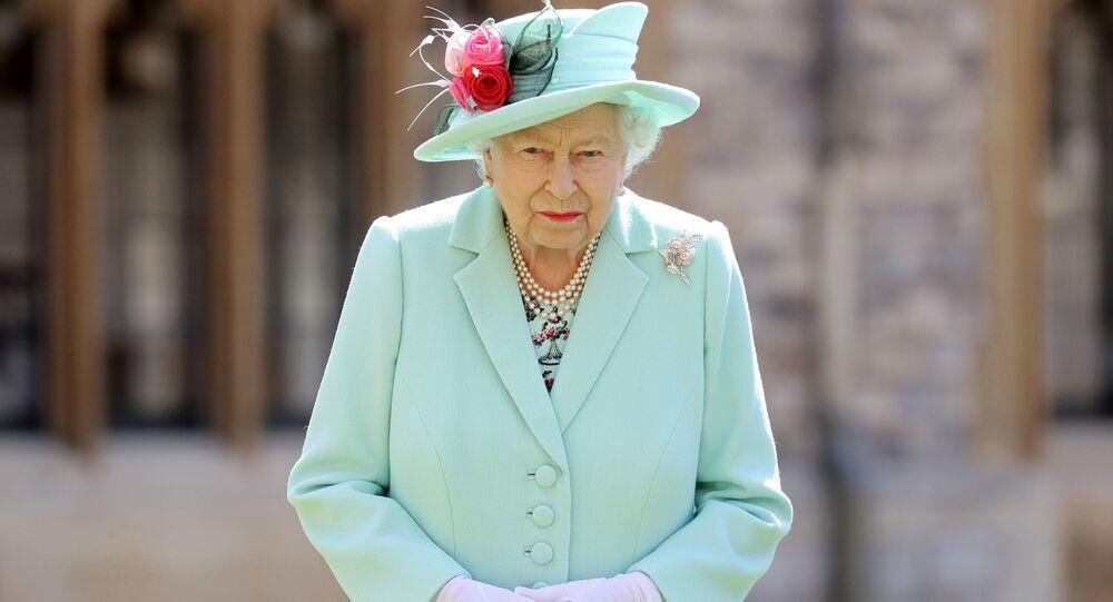 La reina británica Isabel II