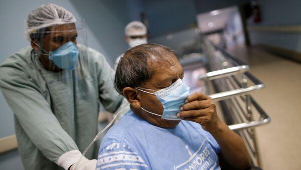 Un paciente con COVID-19 en un hospital de Goiania, Brasil - Sputnik Mundo