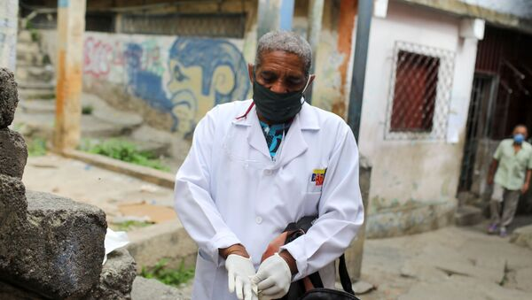 Un doctor en Las Mayas, Caracas - Sputnik Mundo