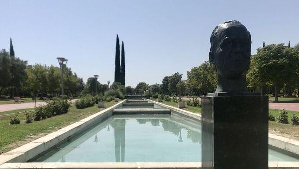 El busto de Juan Carlos I a la entrada del parque más importante de la localidad de Pinto - Sputnik Mundo