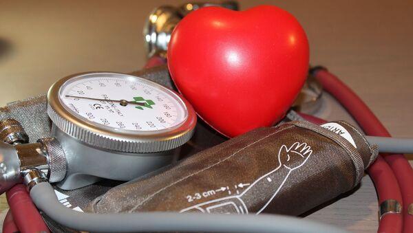Medición arterial con un corazón - Sputnik Mundo