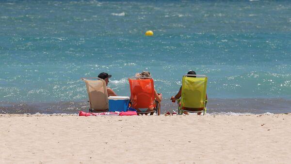 Turistas en la playa de Magaluf en Mallorca - Sputnik Mundo