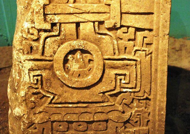 Lápida de una tumba de Cerro de las Minas, perteneciente a la cultura ñuiñe