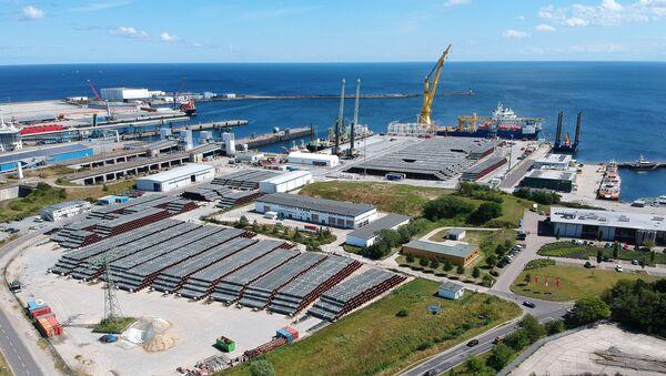 El buque Akademik Cherski en el puerto alemán de Mukran en Sassnitz - Sputnik Mundo
