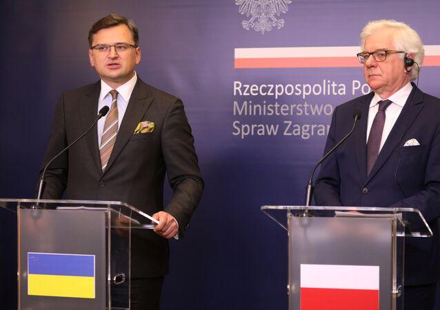 El ministro de Exteriores de Ucrania, Dmitri Kuleba y su homólogo polaco, Jacek Czaputowicz