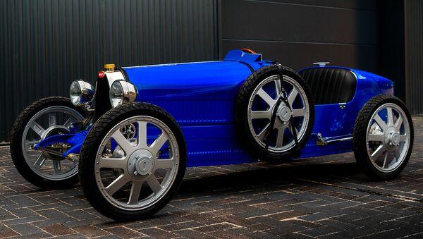 Una versión actualizada del mítico coche Type 35 de la empresa automotriz Bugatti - Sputnik Mundo