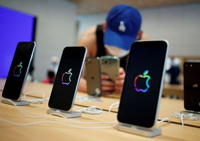 Unos iPhones en una tienda en Pekín