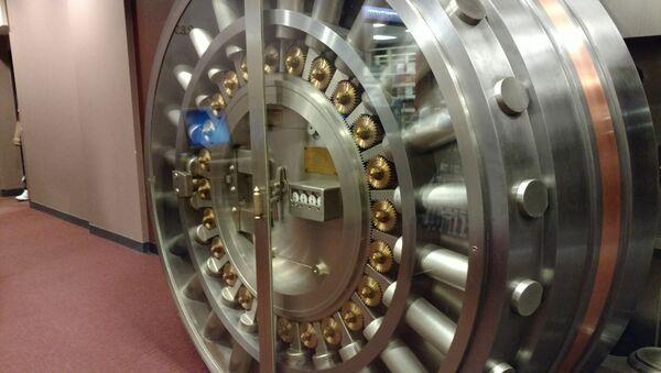 Puerta de bóveda en un banco - Sputnik Mundo