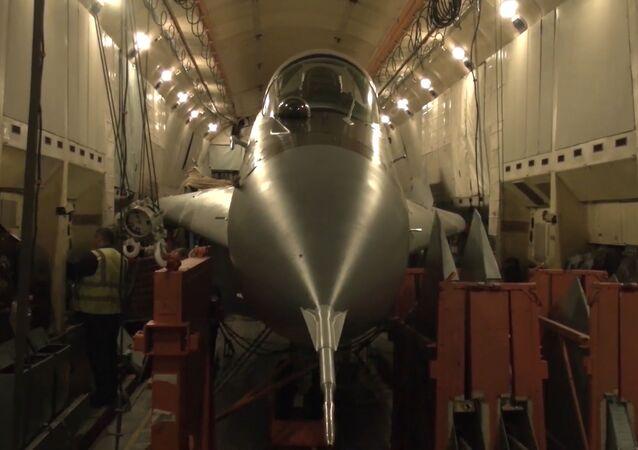 Cómo un An-22 ruso transporta un MiG-29