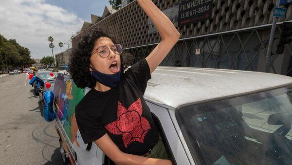 Joven migrante en EEUU se muestra a favor de la Acción Diferida para los Llegados en la Infancia (DACA), el 18 de junio del 2020 - Sputnik Mundo
