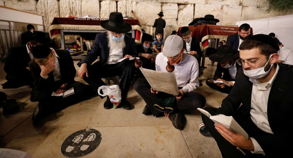 Judíos durante la festividad de Tesha b'Av
