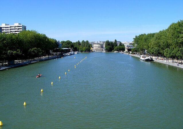 Canal de Bassin de la Villette, París