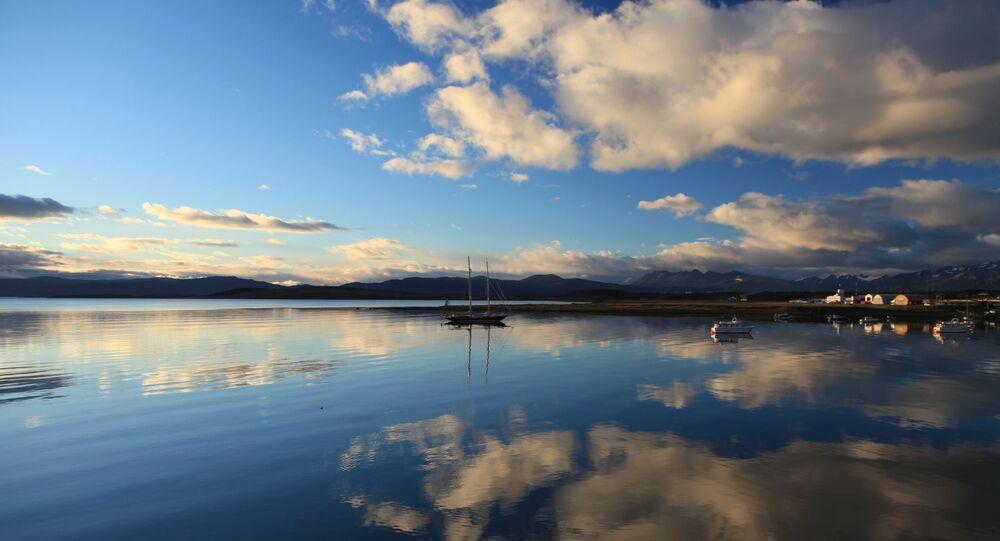 Reflejos sobre el puerto de Ushuaia (Argentina)
