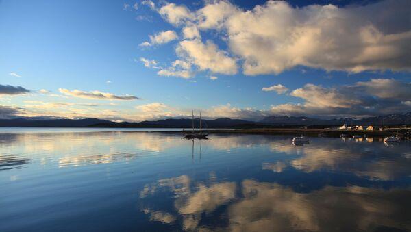 Reflejos sobre el puerto de Ushuaia (Argentina) - Sputnik Mundo