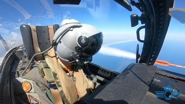 Piloto del Ejército del Aire español con casco Scorpion - Sputnik Mundo