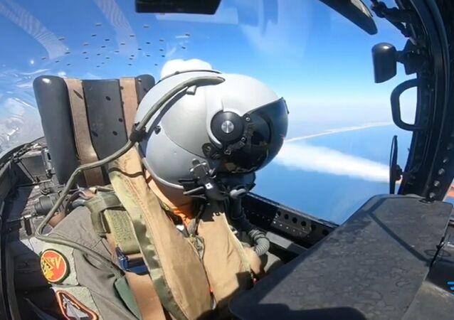 Piloto del Ejército del Aire español con casco Scorpion