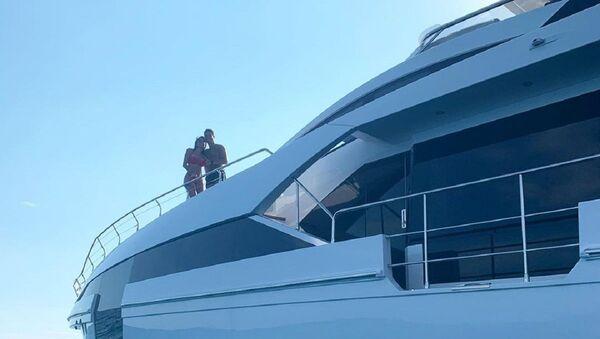 Cristiano Ronaldo a bordo del yate - Sputnik Mundo