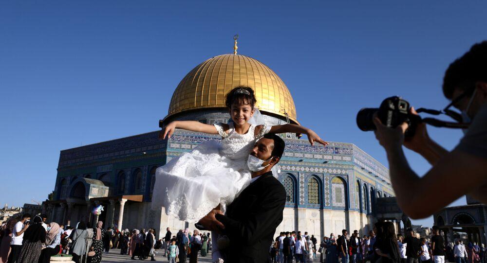 Musulmanes palestinos festejan la Celebración del Sacrificio en la explanada de las mezquitas