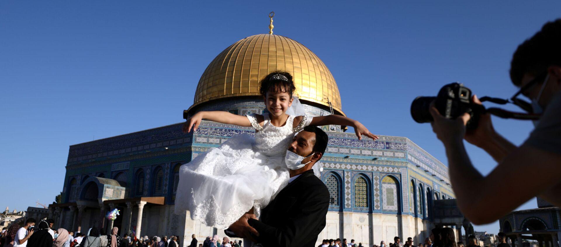 Musulmanes palestinos festejan la Celebración del Sacrificio en la explanada de las mezquitas - Sputnik Mundo, 1920, 31.07.2020