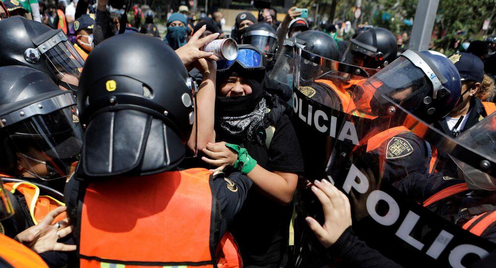 Protesta en la Ciudad de México contra el rechazo a despenalizar el aborto en Veracruz