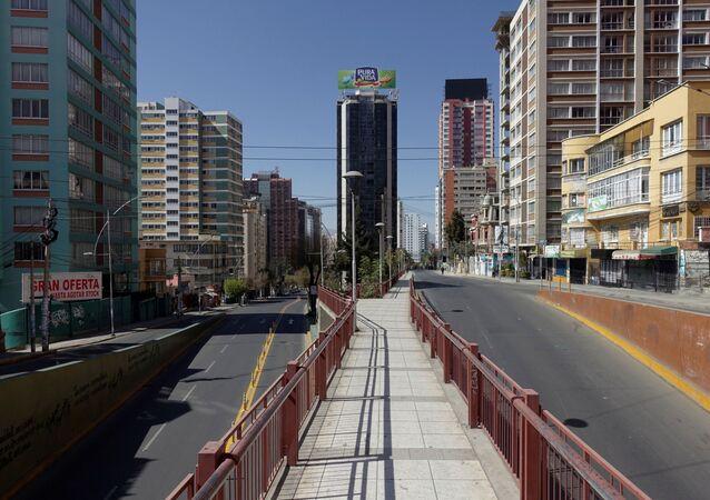 Una avenida vacía en La Paz
