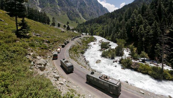Un convoy militar indio en la zona de Ladakh - Sputnik Mundo