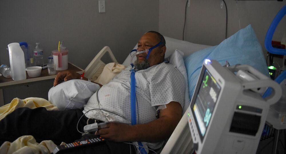 Un paciente con COVID-19 en un hospital en Texas, EEUU