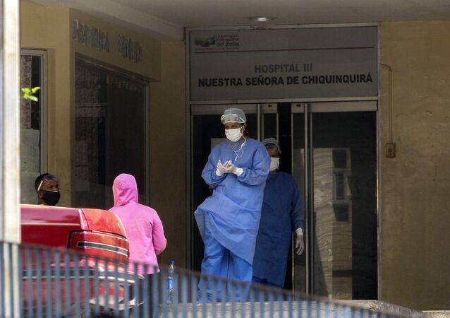 Médicos saliendo del Hospital Nuestra Señora de Chiquinquira, en Maracaibo