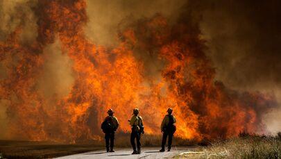 Miles de personas evacuadas: impactantes imágenes de incendios forestales en California