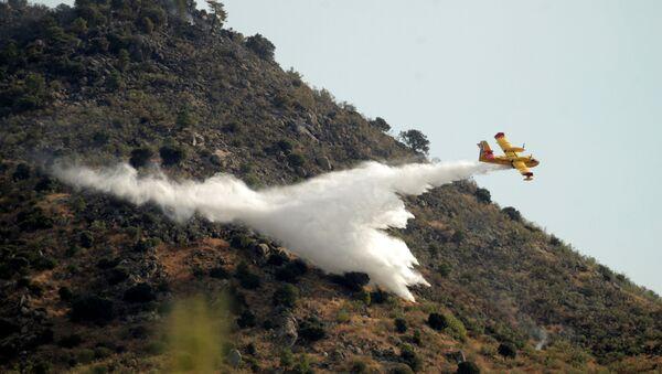 Un incendio en el municipio de Robledo de Chavela, al norte de Madrid - Sputnik Mundo