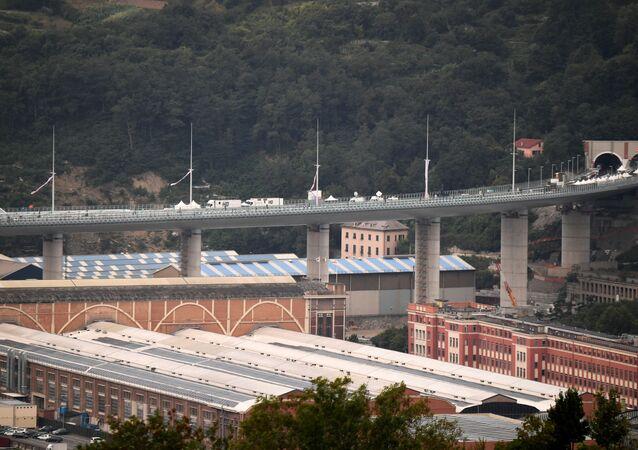 El puente de Génova San Giorgio, Italia