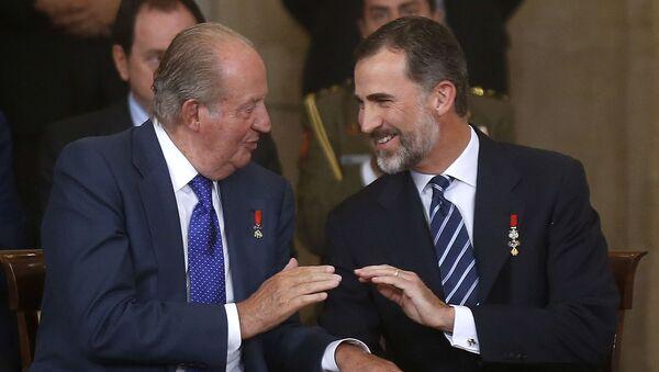 El rey Felipe VI junto al rey emérito Juan Carlos I - Sputnik Mundo