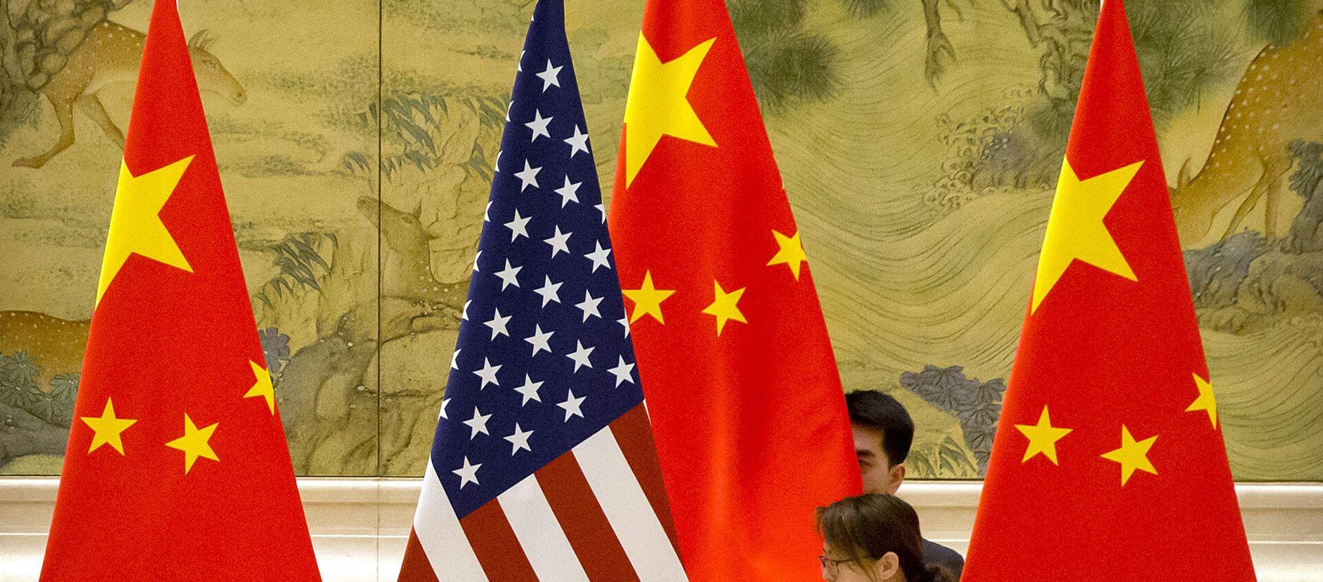 Banderas de Estados Unidos y China - Sputnik Mundo, 1920, 29.12.2020