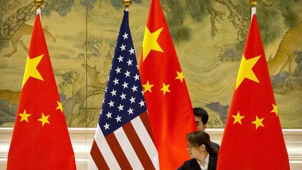 Banderas de Estados Unidos y China - Sputnik Mundo