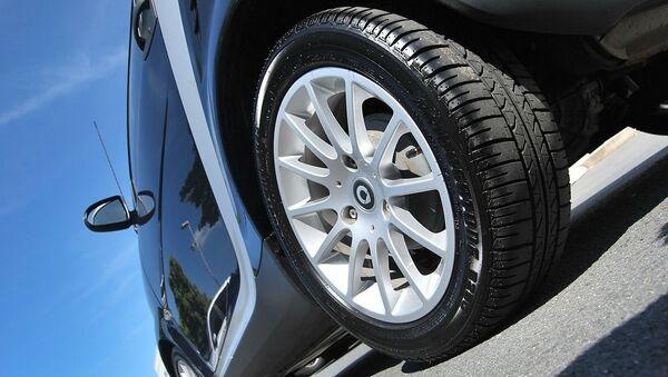 El neumático de un automóvil (imagen referencial) - Sputnik Mundo