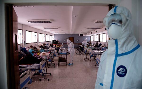 Pacientes COVID-19 asintomáticos permanecen recluidos recibiendo tratamiento en el Hospital Periférico de Coche - Sputnik Mundo