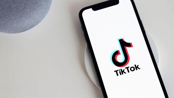 El logo de la aplicación TikTok  - Sputnik Mundo