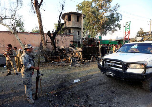 Fuerzas de seguridad afganas en el lugar del ataque contra una prisión en la ciudad de Jalalabad