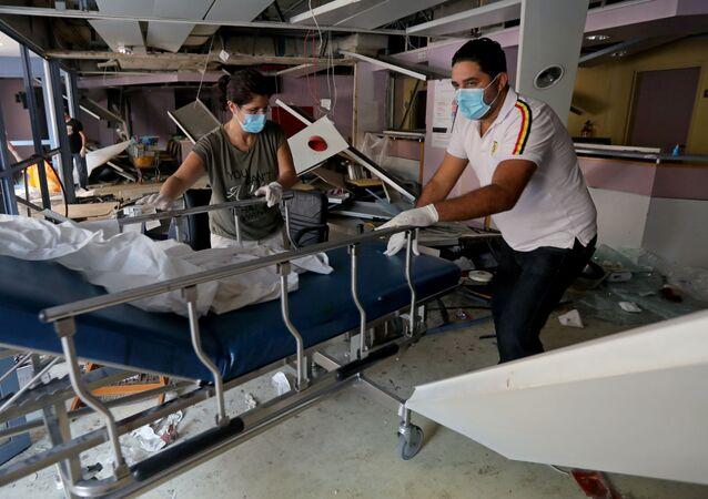 Un hospital en Beirut dañado por explosión