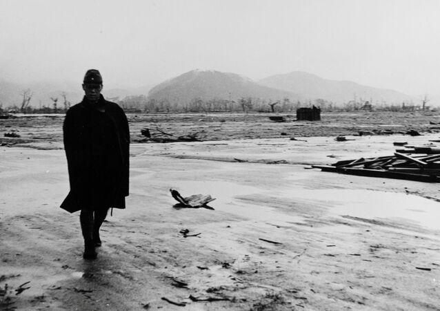 Un soldado japonés en Hiroshima después del ataque nuclear de EEUU