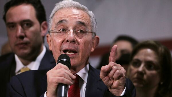 Álvaro Uribe - Sputnik Mundo