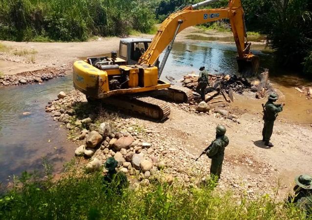 Destrucción de un paso ilegal en el estado de Táchira, Venezuela